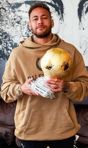 Neymar com o Samba de Ouro 2020
