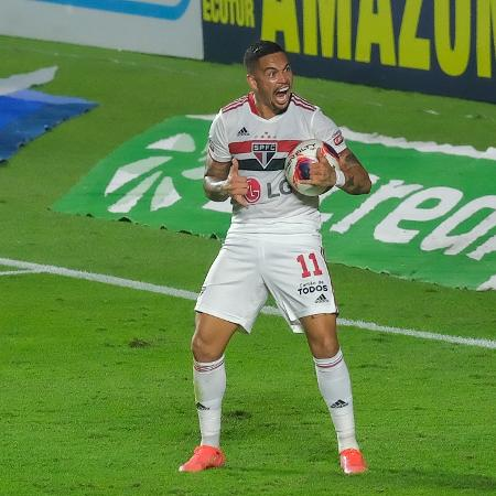 Luciano celebra gol marcado pelo São Paulo contra Palmeiras, pela final do Paulista, no Morumbi - Marcello Zambrana/AGIF