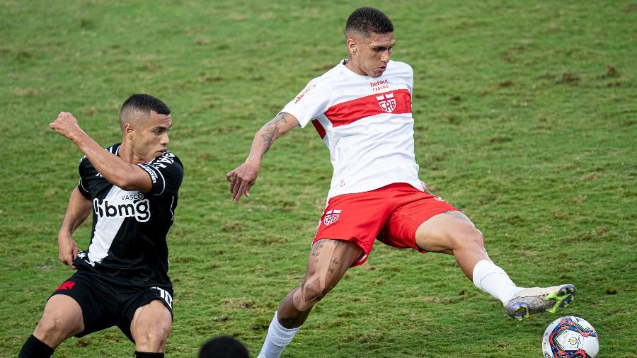 CRB e Vasco se enfrentam no estádio Rei Pelé, em Maceió (AL), pela 24ª rodada da Série B - Jorge Rodrigues/AGIF