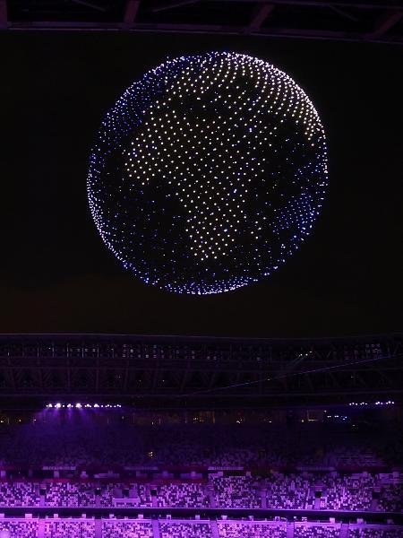 Drones formam imagem do planeta Terra durante minutos finais da cerimônia de abertura das Olimpíadas - Marko Djurica/Reuters