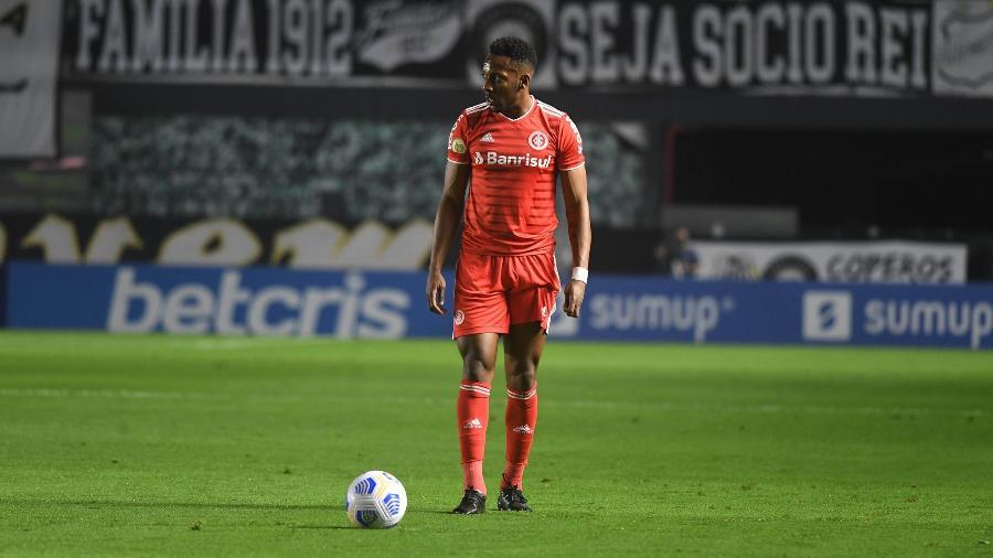 Moisés, lateral esquerdo do Inter, é uma das armas na bola parada - Ricardo Duarte/Inter