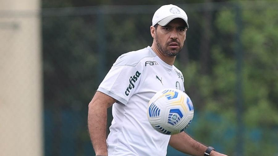 O técnico Abel Ferreira, do Palmeiras, durante treinamento na Academia de Futebol - Cesar Greco/Palmeiras
