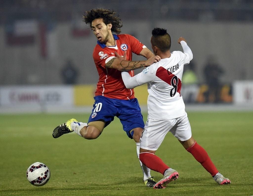 fcfd3d13e2 Valdivia ironiza lesões no futebol