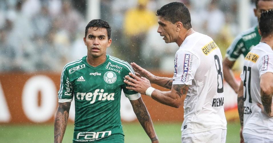 Renato conversa com Dudu na partida entre Santos e Palmeiras pelo Campeonato Brasileiro