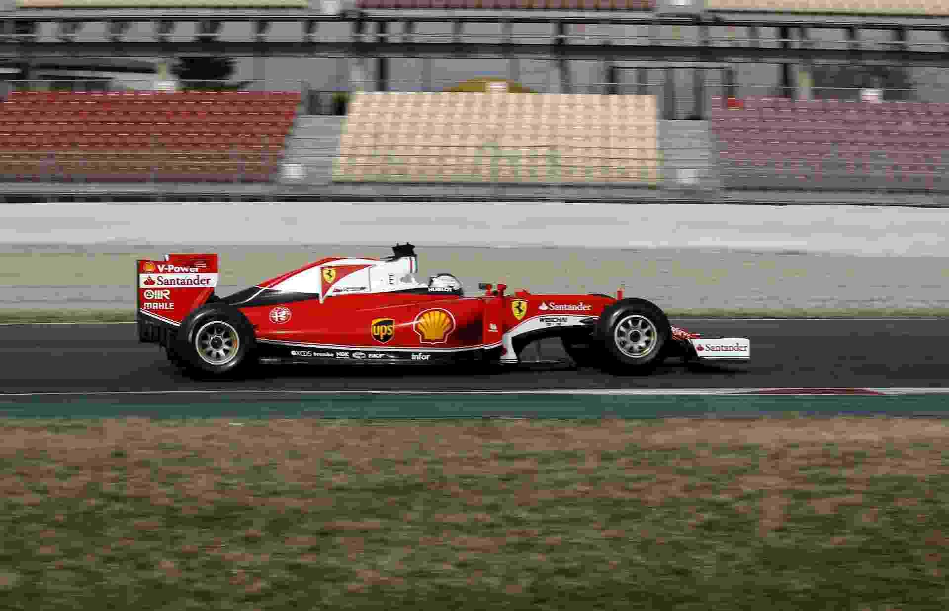 Sebastian Vettel participa do primeiro dia de testes da pré-temporada 2016 da Fórmula 1 em Barcelona - Sergio Perez/Reuters