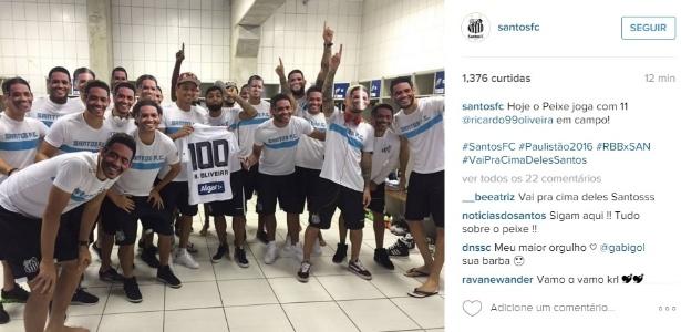 Atacante foi homenageado pelos colegas de equipe por atingir marca de 100 jogos com camisa do Santos - Reprodução/Instagram