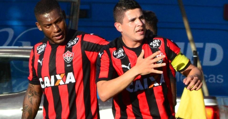 Autores dos gols, Amaral e Diego Renan comemoram no Ba-Vi