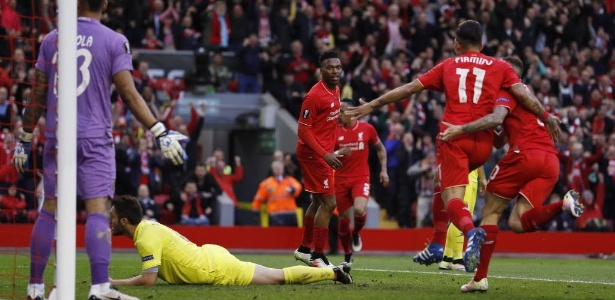 Firmino comemora gol do Liverpool contra o Villarreal