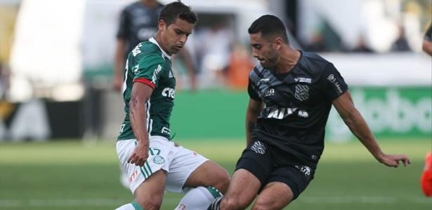 Jean pede tranquilidade ao elenco do Palmeiras antes do embarque para BH