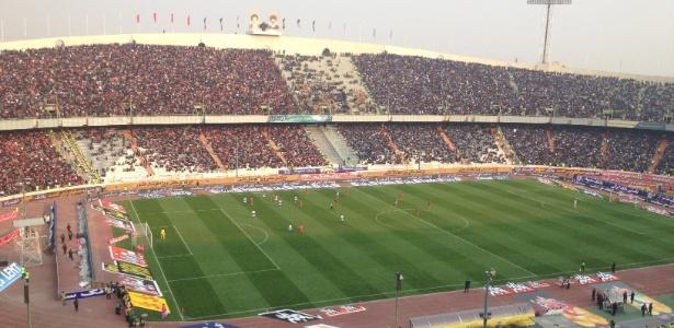 Torcedoras foram flagradas no Estádio Azadi, em Teerã (foto), mas não foram detidas - Samy Adghirni/Folhapress