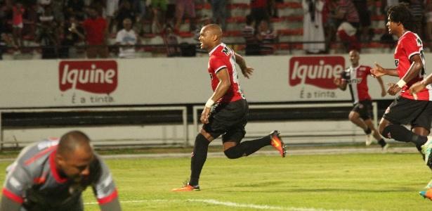 Anderson Salles comemora gol que classificou o Santa às semifinais da Copa do Nordeste