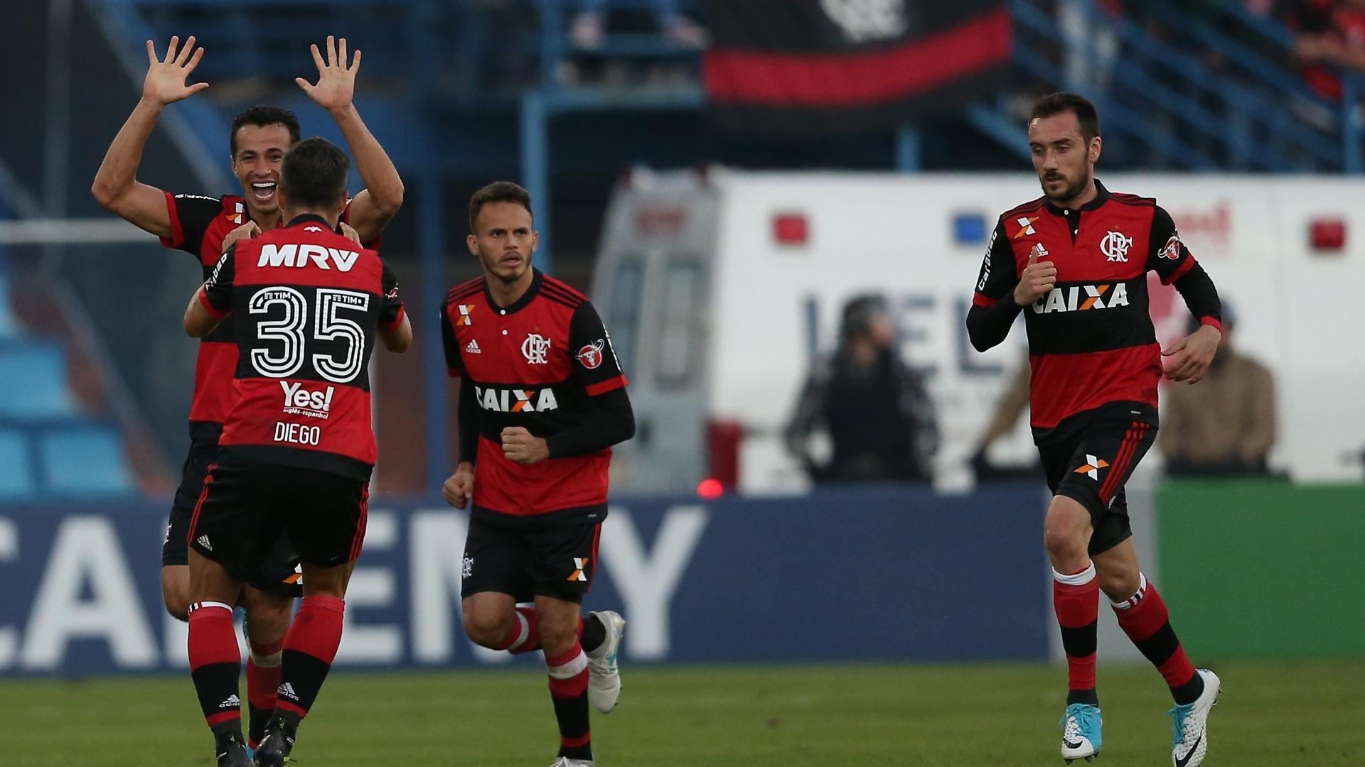 Leandro Damião comemora gol do Flamengo contra o Avaí