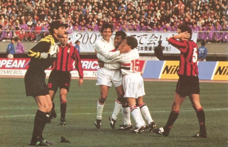 Müller soltou um 'palhaço para Costacurta, zagueiro do Milan, quando marcou o gol que decidiu o Mundial de 1993