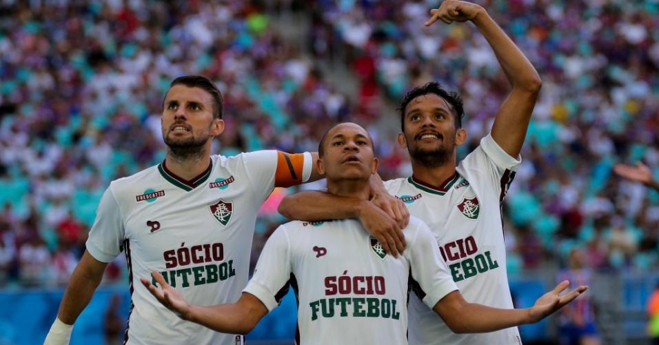 Wellington, Henrique e Gustavo Scarpa comemoram gol do Fluminense contra o Bahia