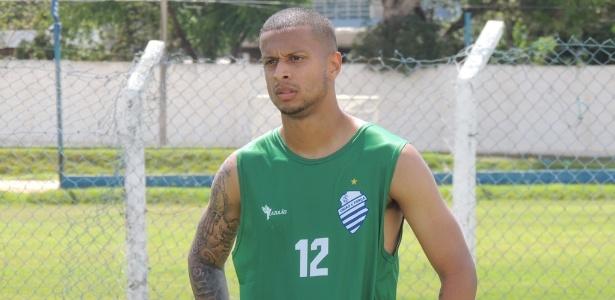 O meia Lucas Surcin é filho do ex-jogador Marcelinho Carioca e defende o CSA