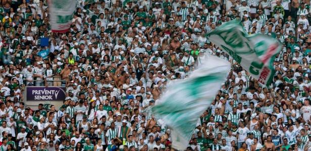 Torcida acompanha o treino aberto do Palmeiras no Allianz Parque