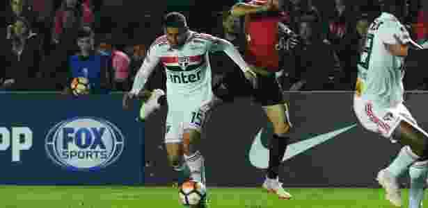 Liziero em ação pelo São Paulo durante partida contra o Colón - REUTERS/Sebastian Granata