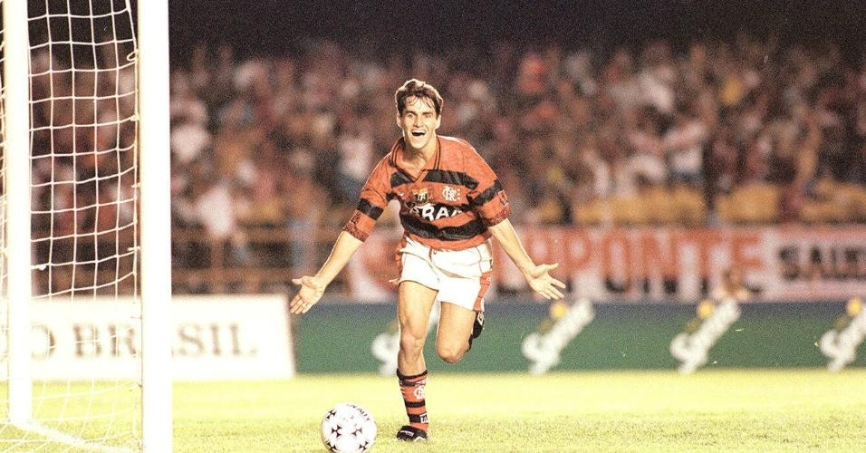 Sávio comemora gol pelo Flamengo no Maracanã