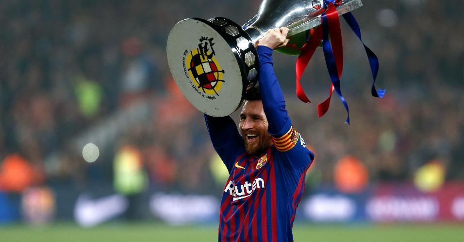 Lionel Messi troféu Barcelona