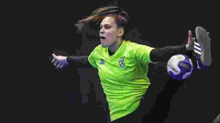Renata Arruda, com 20 anos, uma das duas jogadoras que nasceram depois da última derrota do Brasil no handebol feminino em Jogos Pan-Americanos - Wander Roberto/COB