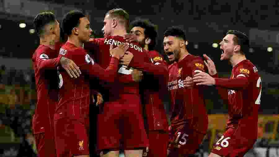 Jogadores do Liverpool comemoram gol de Henderson - Andrew Powell/Liverpool FC via Getty Images