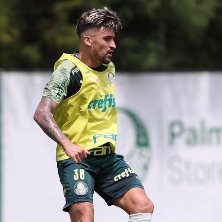 O jogador Victor Luis durante treinamento, na Academia de Futebol - Cesar Greco