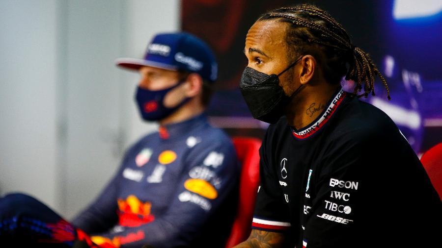 Hamilton e Verstappen durante a entrevista coletiva pós-corrida - Andy Hone/Getty Images