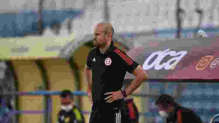 Miguel Ángel Ramírez, técnico do Internacional, observa equipe contra o Juventude pelo Gaúcho - Ricardo Duarte/Internacional - Ricardo Duarte/Internacional