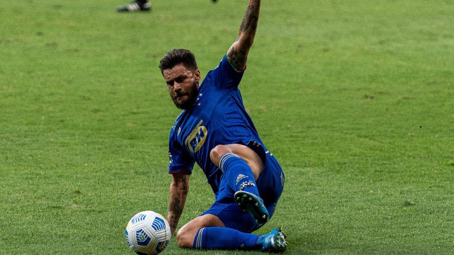 Rafael Sobis se atira na bola em lance de Cruzeiro 1 x 0 Juazeirense, no jogo de ida da Copa do Brasil - Alessandra Torres/AGIF