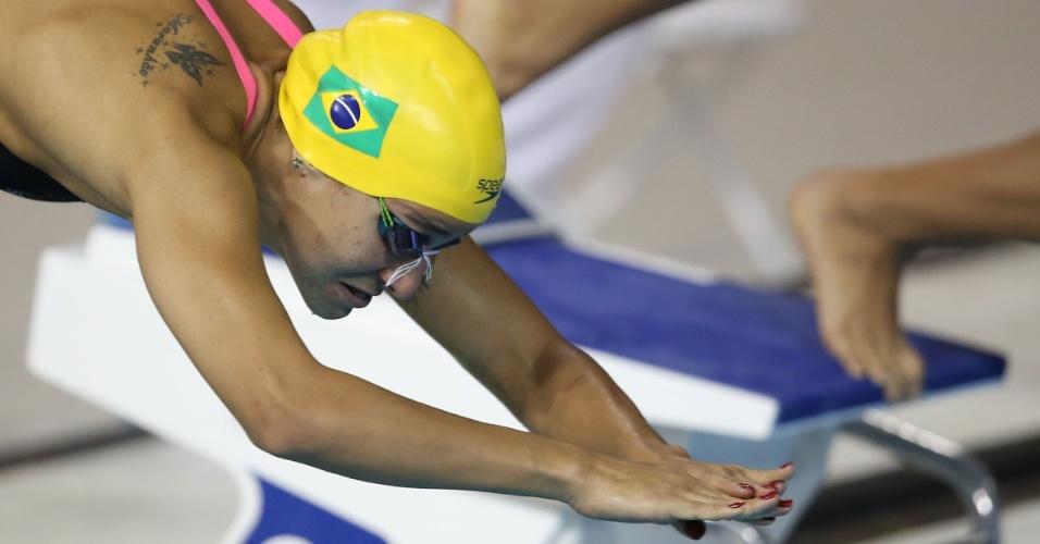 Joanna Maranhão cai na água para a prova dos 400m medley