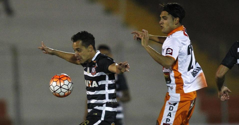 Rodriguinho tenta o domínio de bola para o Corinthians contra o Cobresal na Libertadores