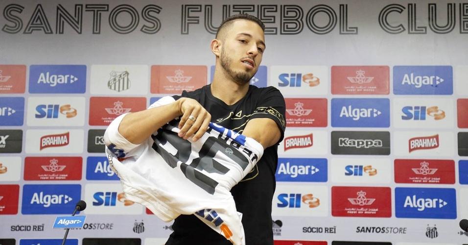 Meia Jean Mota, ex-Fortaleza, assinou contrato com o Santos até maio de 2020