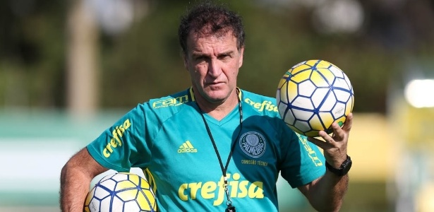 Técnico Cuca comanda treinamento do Palmeiras