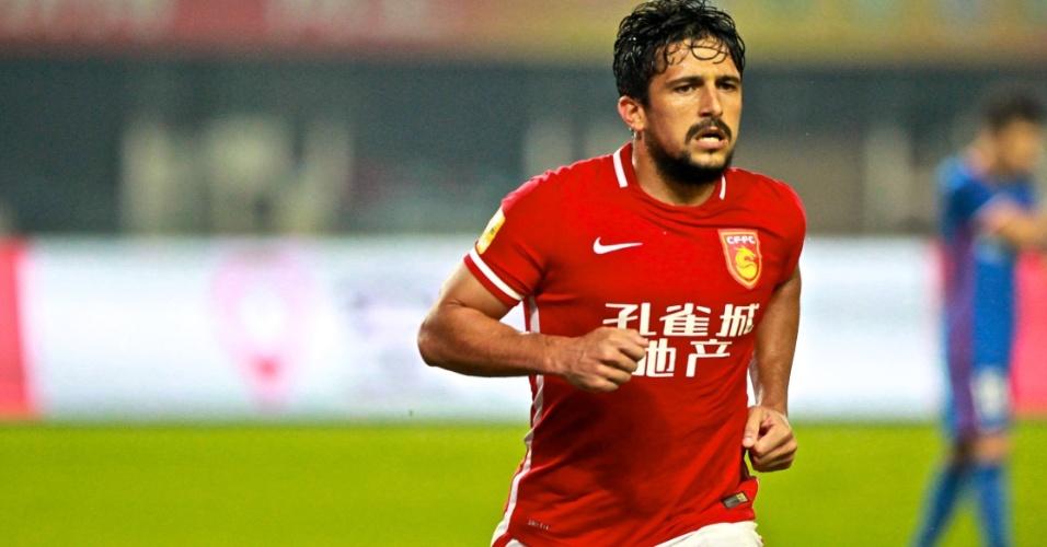 Aloísio em ação pelo Hebei China Fortune