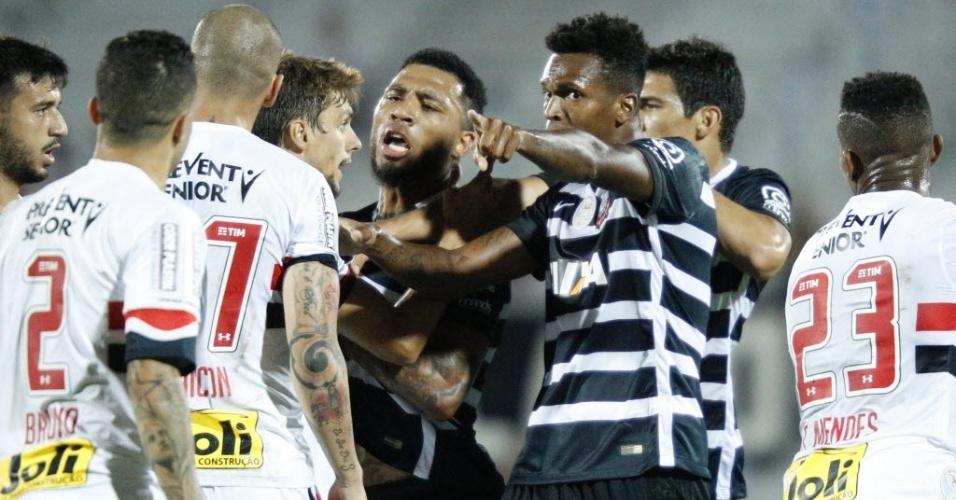 Jogadores de Corinthians e São Paulo discutem durante final do Florida Cup