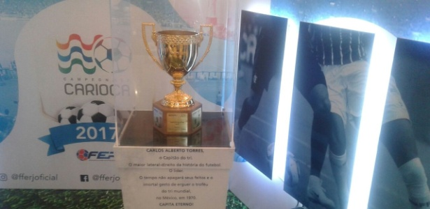 A taça do Campeonato Carioca está em um shopping do Rio de Janeiro