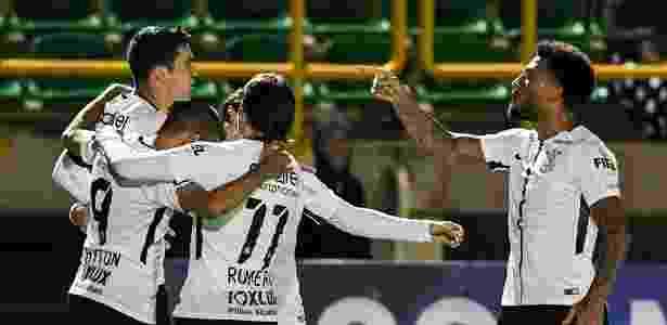 Balbuena comemora gol marcado nos acréscimos da partida - AFP PHOTO / Luis Acosta