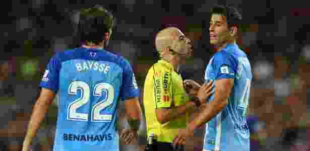 Jogadores do Málaga reclamam com árbitro - Albert Gea/Reuters - Albert Gea/Reuters