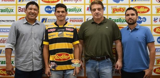 O atacante Magno Alves é apresentado no Novorizontino