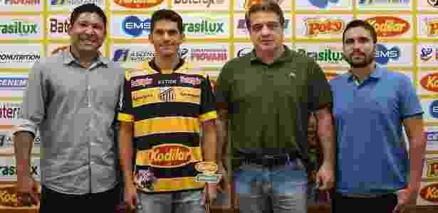 O atacante Magno Alves é apresentado no Novorizontino - Divulgação