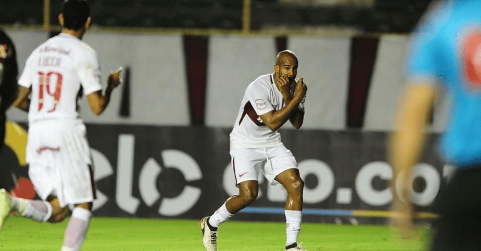 Patrick comemora golaço pelo Internacional contra o Vitória pelo Campeonato Brasileiro