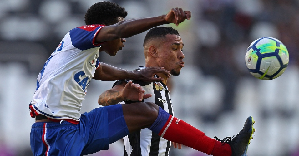 O atacante Luiz Fernando em lance da partida entre Botafogo e Bahia