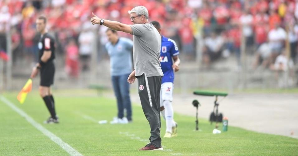 Odair Hellmann comanda o Internacional diante do Paraná Clube pela 38ª rodada do Campeonato Brasileiro 2018