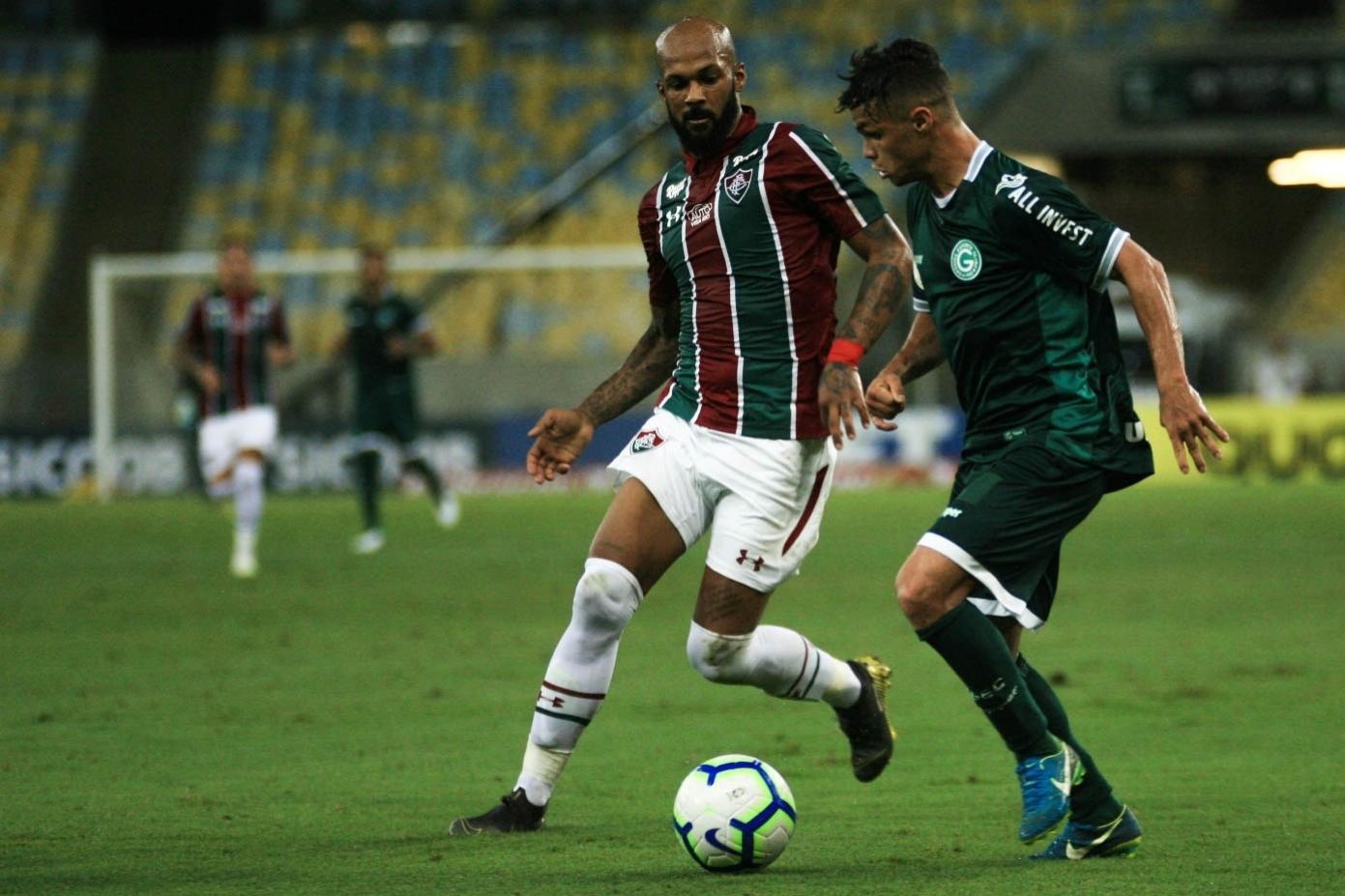 Bruno Silva, do Fluminense, e Michael, do Goiás, durante partida pelo Campeonato Brasileiro A 2019