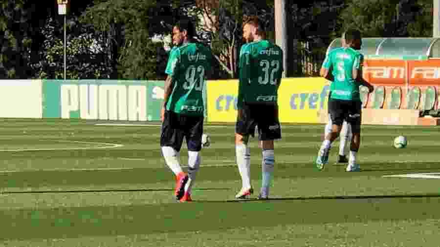 Luiz Adriano (camisa 93) faz seu primeiro treino pelo Palmeiras - Bruno Grossi/UOL