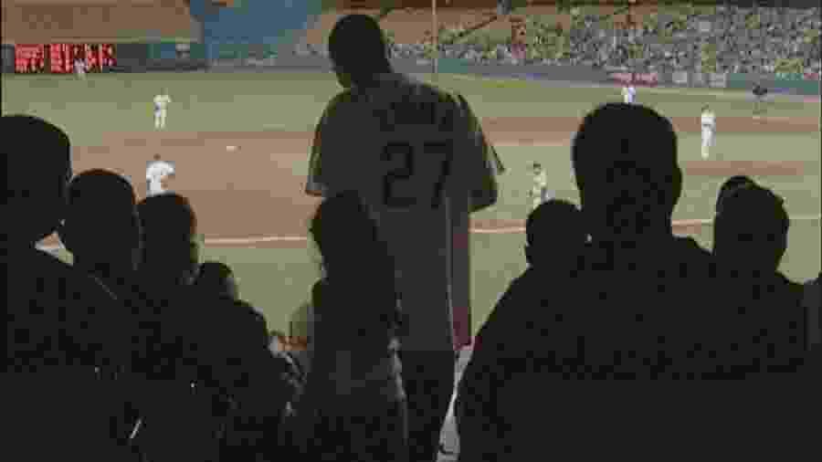 Juan Catalan, torcedor do Los Angeles Dodgers, no jogo que o livrou da pena de morte - Reprodução/Netflix
