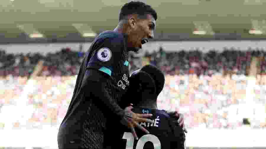 Firmino comemora gol do Liverpool contra o Burnley - Reuters/Carl Recine