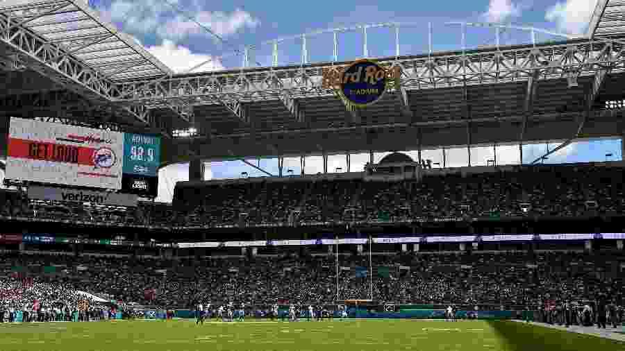 Vista geral do Hard Rock Stadium durante duelo entre Miami Dolphis e New England Patriots - Jasen Vinlove/USA TODAY Sports
