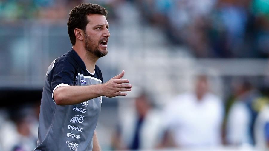 Elano foi treinador da Inter de Limeira e do Figueirense em 2020. Ele trabalha para atuar na função - Thiago Calil/AGIF