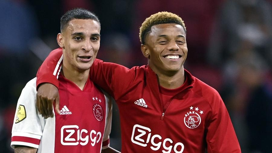 Antony ao lado de David Neres, seu companheiro de Ajax - ANP Sport via Getty Images